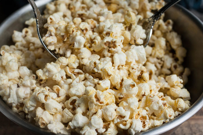 cheesy-curry-popcorn