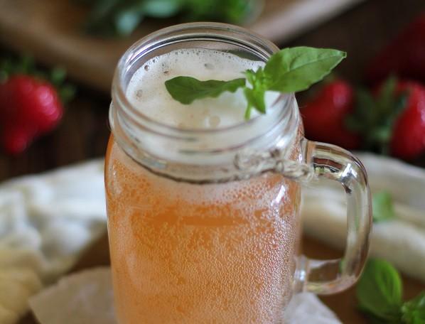 strawberry-kombucha